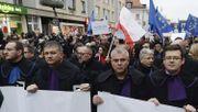 Polen muss Gesetz zur Disziplinierung von Richtern aussetzen