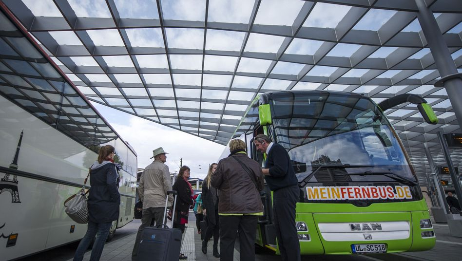 Fernbusreisende im Oktober 2014 in Hannover: Viele Kunden, wenig Fahrer