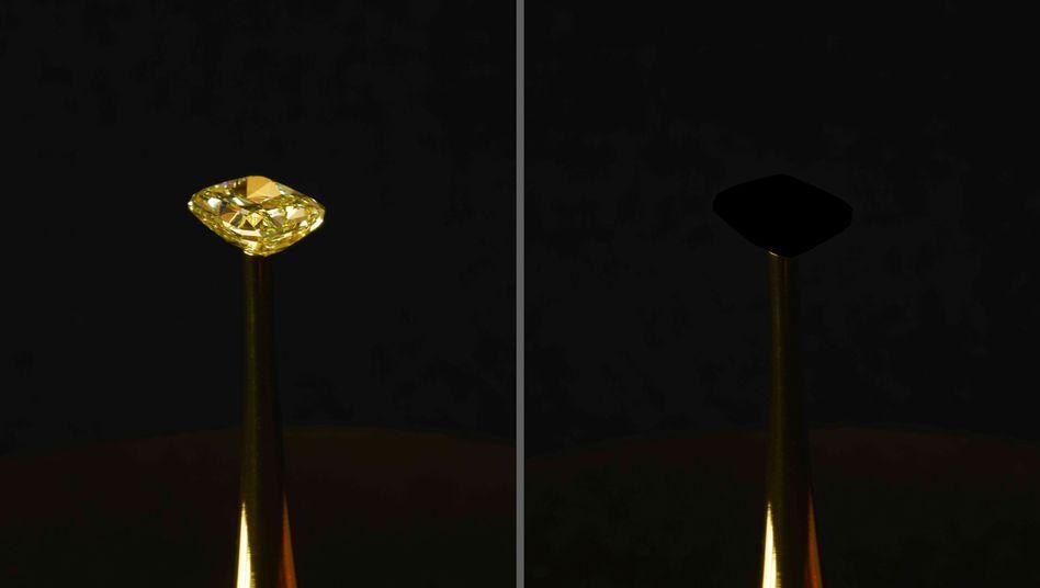 Kunstaktion von Diemut Strebe mit neu entwickelter Oberfläche: Ein Diamant verschwindet dabei