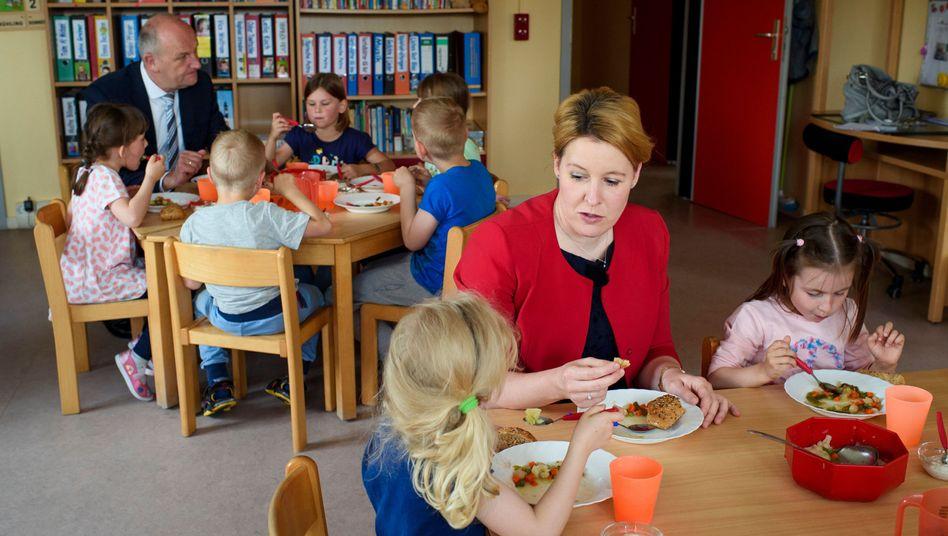 Staat muss öfter einspringen: Bundesfamilienministerin Franziska Giffey (SPD) beim Besuch einer Kindertagesstätte (Archivfoto)