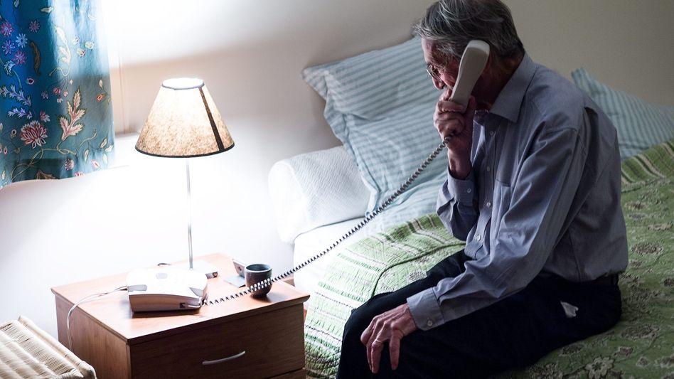 Nobelpreisträger für Chemie 2013: Martin Karplus am Telefon