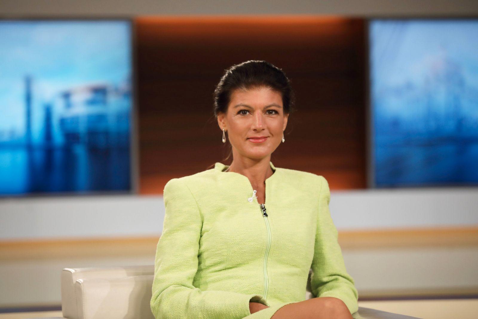 Dr. Sahra Wagenknecht (Mitglied des Deutschen Bundestages, DIE LINKE) in der ARD-Talkshow ANNE WILL am 17.05.2020 in Ber