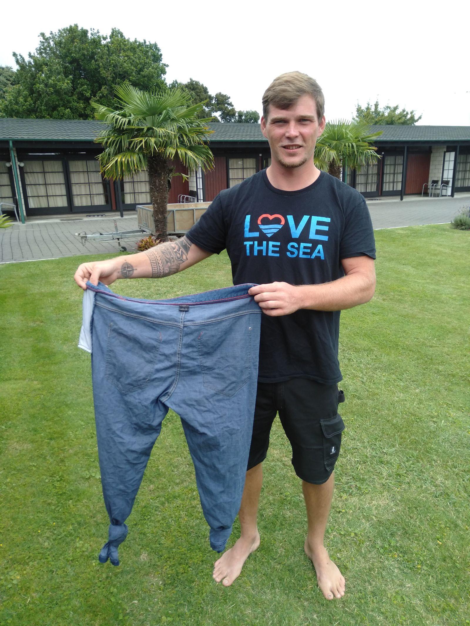 EINMALIGE VERWENDUNG Segler überlebt wegen Hose