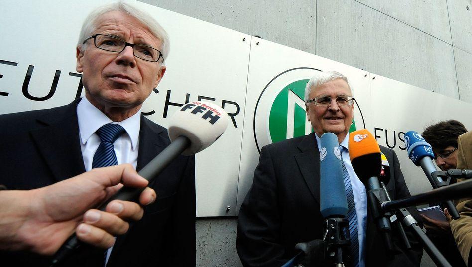 DFL-Präsident Rauball (l.), DFB-Präsident Zwanziger: Lage wird unterschiedlich bewertet