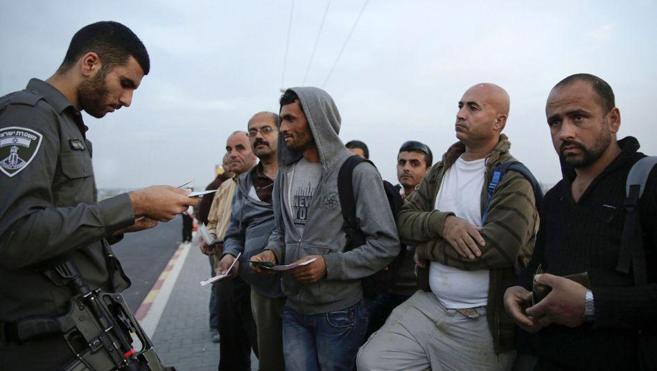 """Israelischer Grenzsoldat, palästinensische Arbeiter: """"Rassistisch und unmoralisch"""""""
