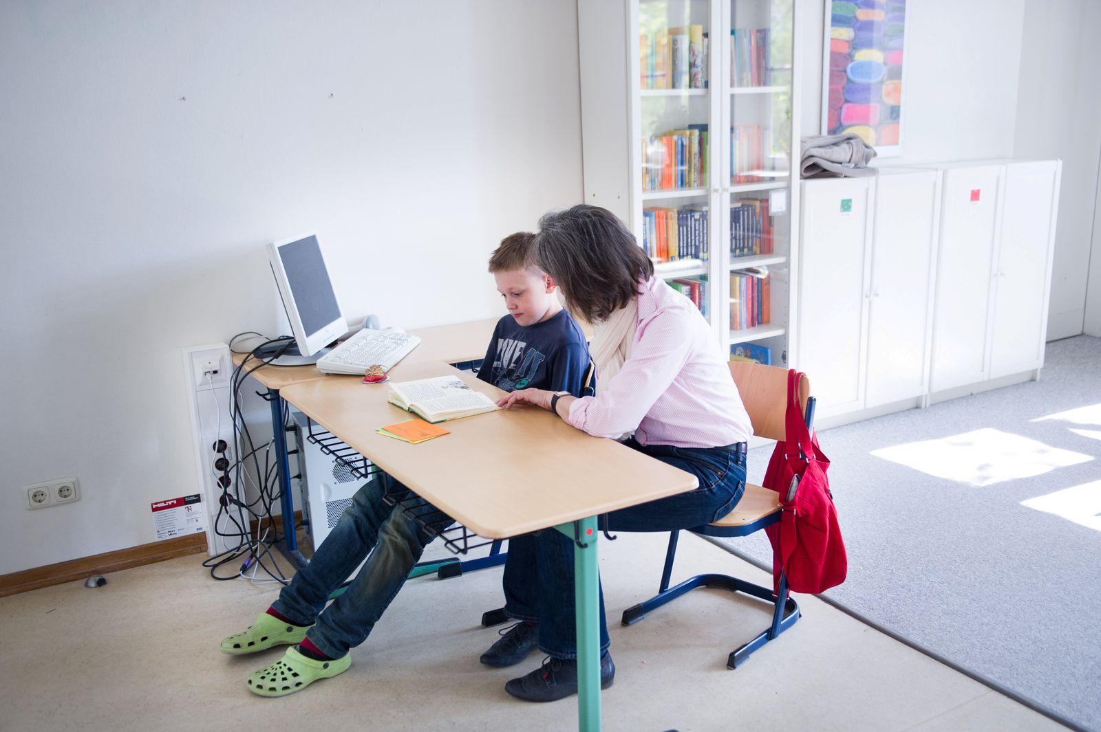 Schueler / Nachhilfe / Leseprojekt
