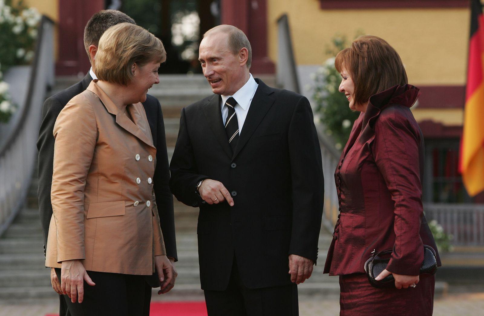 Merkel Meets Bush Ahead Of G8 Summit