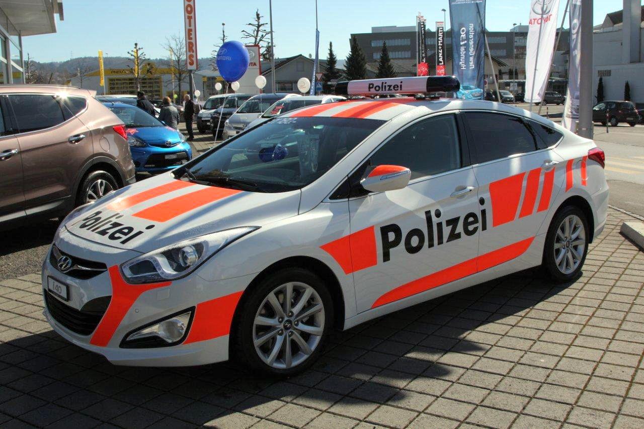EINMALIGE VERWENDUNG Polizeiauto