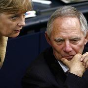 Bundeskanzlerin Angela Merkel und ihr Innenminister Wolfgang Schäuble: Wie weit darf der Staat im Anti-Terror-Kampf gehen?