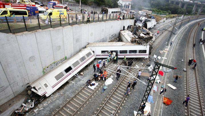 """Zugunglück bei Santiago de Compostela: """"Die Wagen türmten sich übereinander"""""""