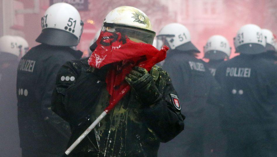 Hamburg Schanzenviertel: Ein massives Polizeiaufgebot soll die angebliche Gefahrenzone befrieden