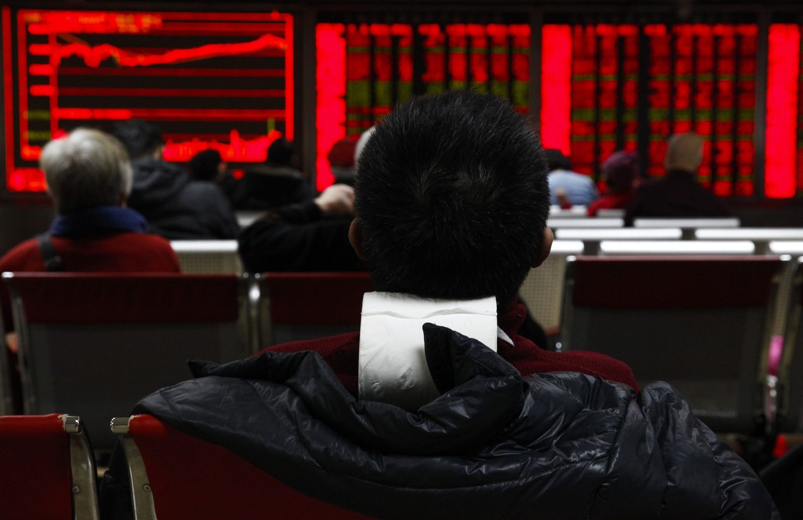 China trading resumes a day after trading was halted