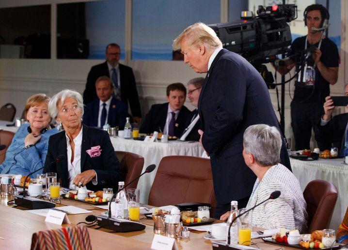 Trump trifft verspätet ein