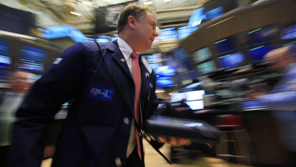 Händler an der Wall Street: Hedgefonds bauen Drohkulisse auf