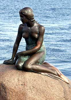 """""""Es schnitt wie mit scharfen Messern in ihre zarten Füße"""": Die Skulptur gestaltete Edvard Eriksen nach Andersens Märchen """"Die kleine Meerjungfrau"""""""