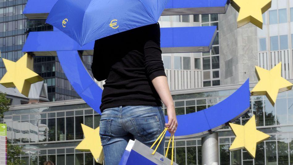 Unter dem Euro-Schirm: Am Montag ist der Rettungsfonds ESM an den Start gegangen