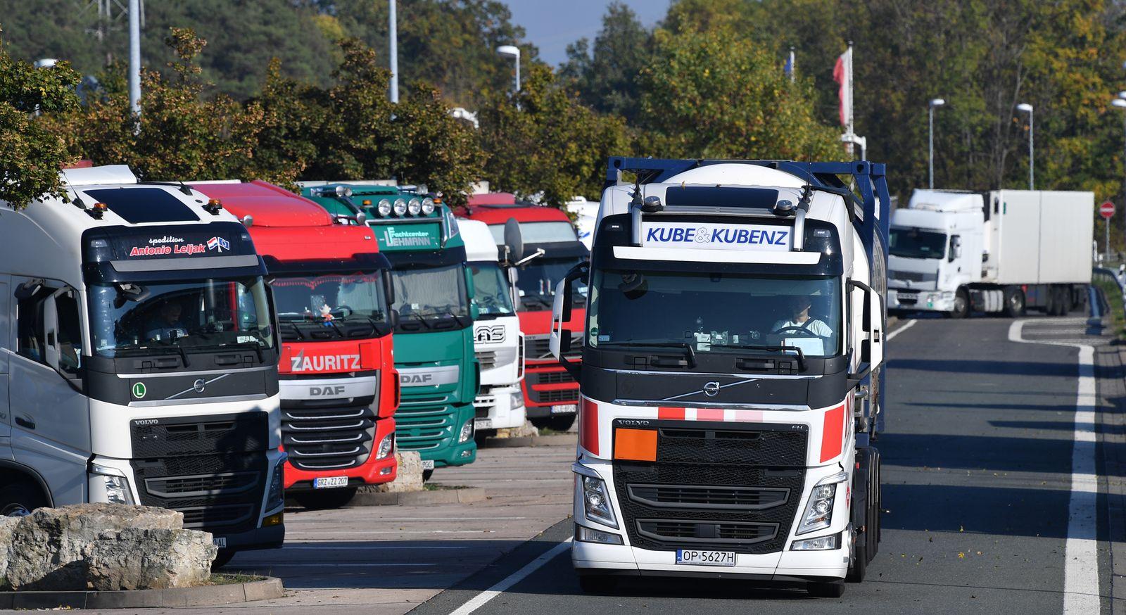 Autobahnparkplätze für LKW