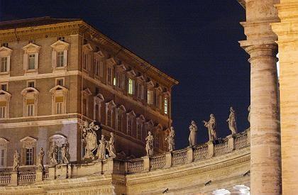 Vatikan: Erleuchtete Fenster