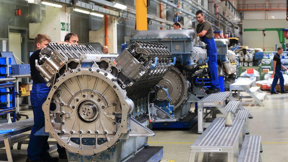Arbeit an Schiffsmotoren bei MTU Reman Technologies in Magdeburg (2015)