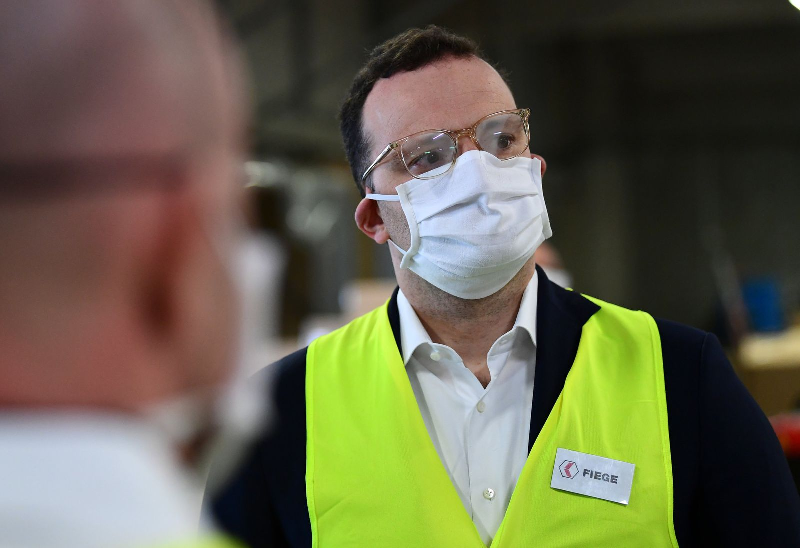 Bundesgesundheitsminister besichtigt Schutzausrüstungslager