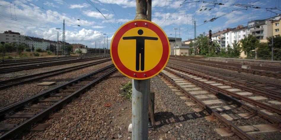 Anfang August 2013: Aufgrund von vier Krankmeldungen von Fahrdienstleitern läuft nichts mehr im Bahn-Netz in und um Mainz