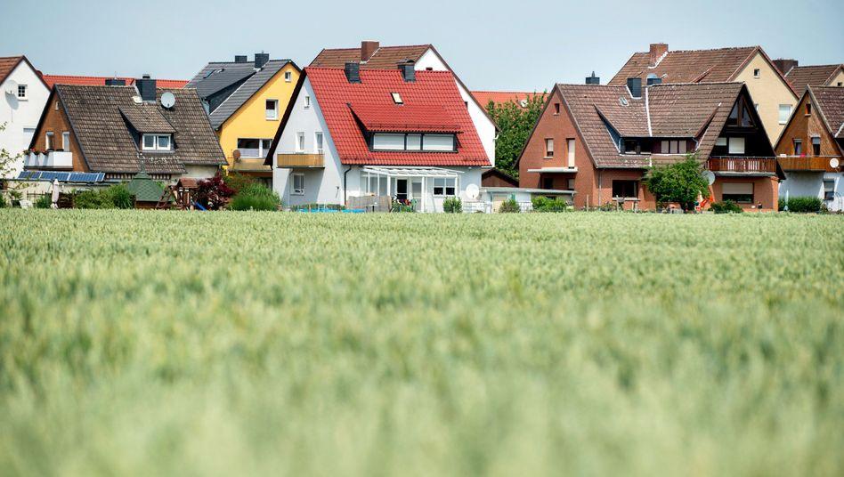 Wohnhäuser in Giesen (Niedersachsen): 60 Prozent der Empfänger haben ein Haushaltseinkommen von weniger als 40.000 Euro vor Steuern