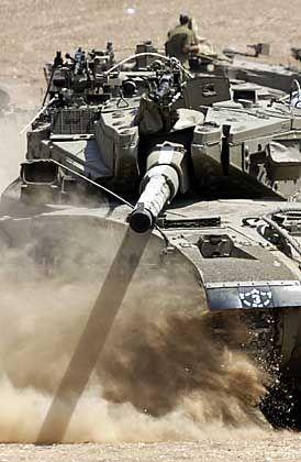 """Israelischer Panzer manövriert nahe dem Gaza-Streifen: """"Keine Einschränkungen"""""""