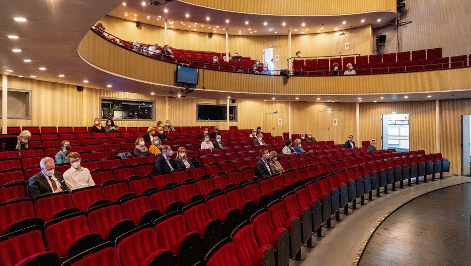 Besucher im Opernhaus in Kiel: »Zuerst hieß es, geht doch alle ins Internet«