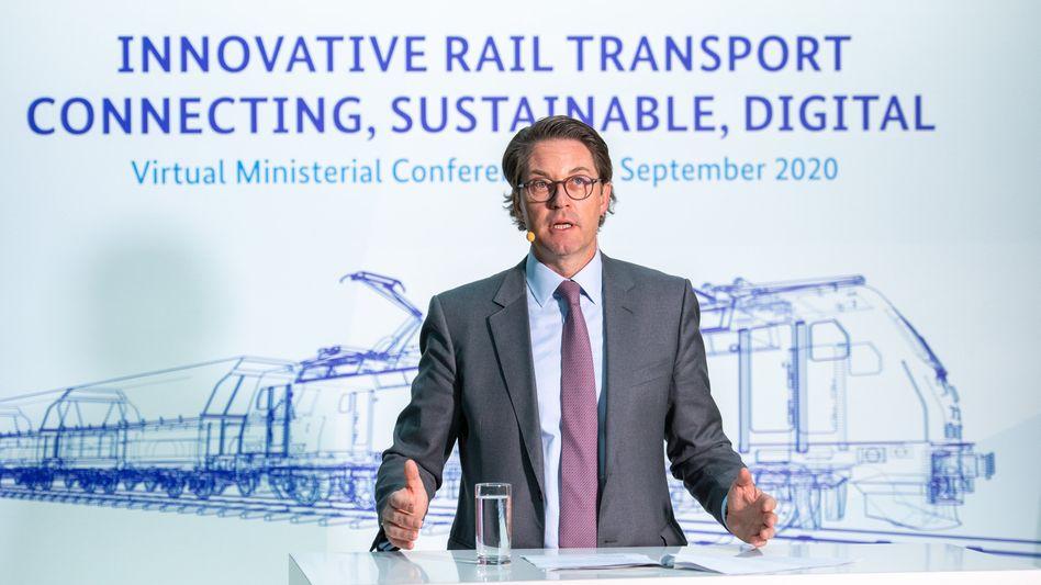 """Bundesverkehrsminister Andreas Scheuer (CSU) bei der Vorstellung seines """"Trans Europa Express TEE 2.0"""" vor einem Treffen mit seinen EU-Ministerkollegen"""