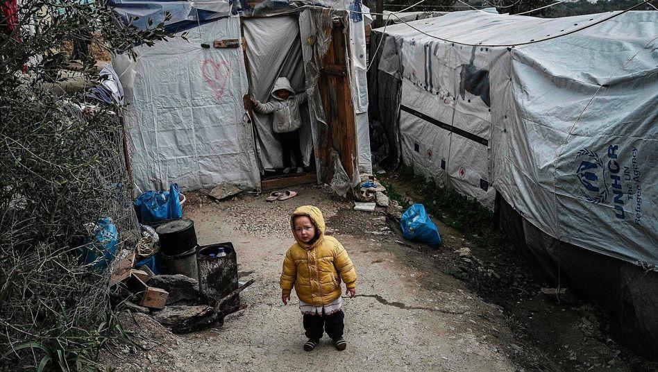 Flüchtlingskinder auf Lesbos:Kaum Essen, Bildung, ärztliche Versorgung