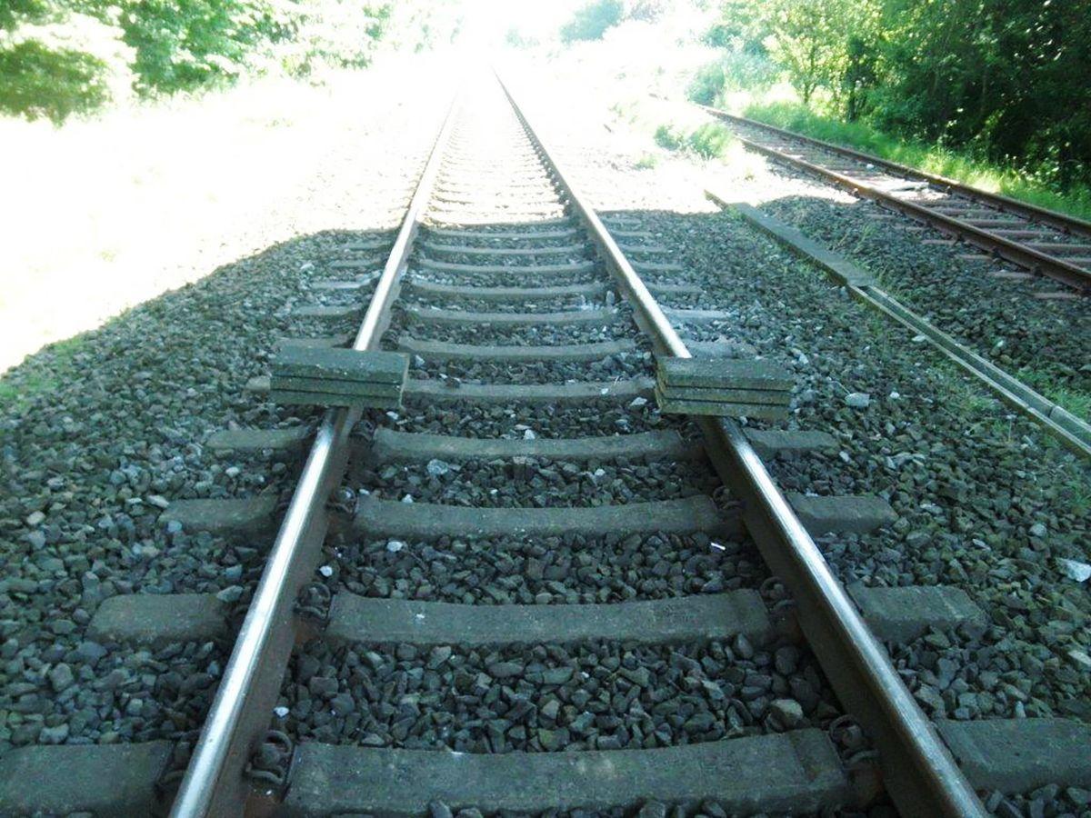 EINMALIGE VERWENDUNG Bahn/ Gleise/ Betonplatten