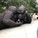 Gigantischer Gorilla demonstriert für den Artenschutz