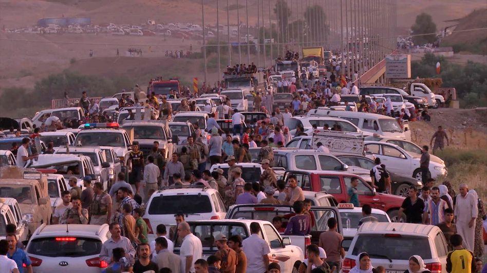 Jesidische Flüchtlinge am Sonntag im Nordirak: Ultimatum gesetzt