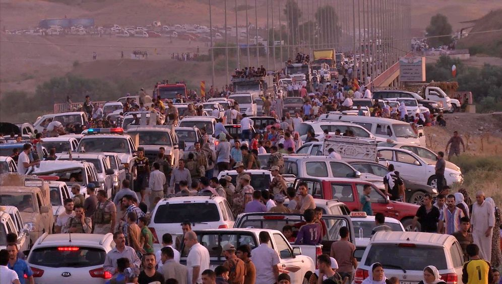 Photo Gallery: IS Forces Mass Exodus