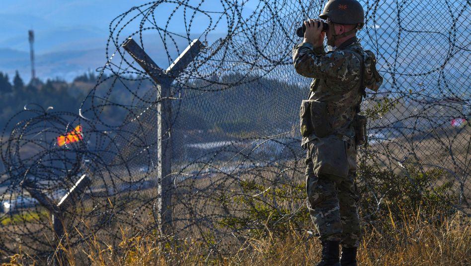 Soldat im Grenzgebiet zwischen Griechenland und Nordmazedonien