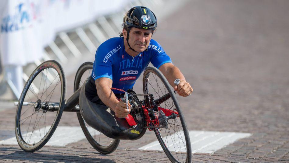 Ein großer Optimist: Nach seinem Unfall 2001 auf dem Lausitzring startete Alessandro Zanardi eine erfolgreiche Karriere als Handbike-Athlet