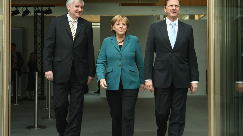 Koalitionäre Seehofer, Merkel, Westerwelle: EU rügt deutsches Defizit