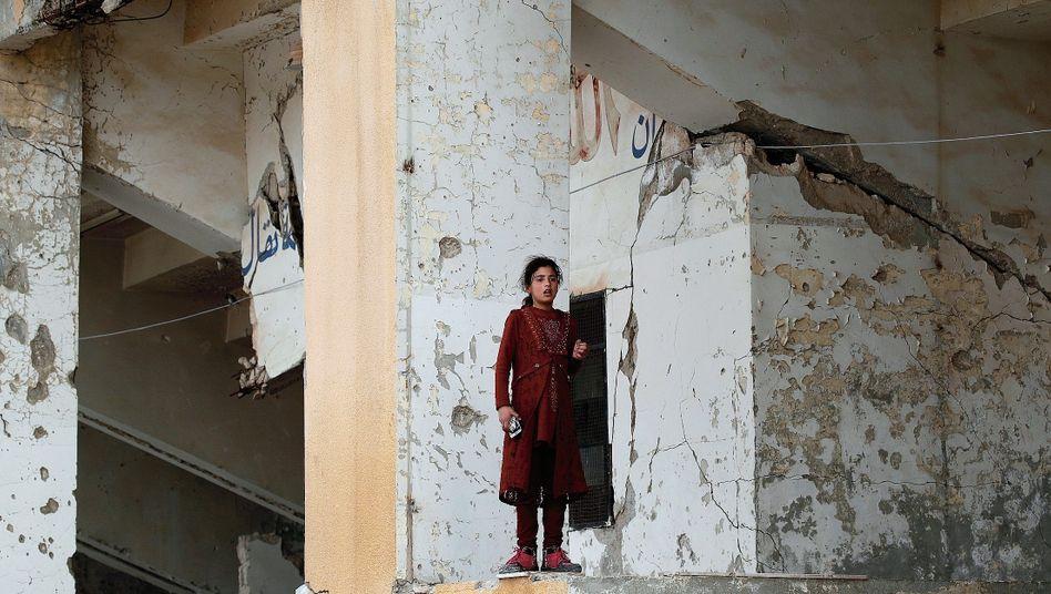"""Syrisches Mädchen in Vertriebenenlager der Provinz Idlib: """"Horrorgeschichte des 21. Jahrhunderts"""""""