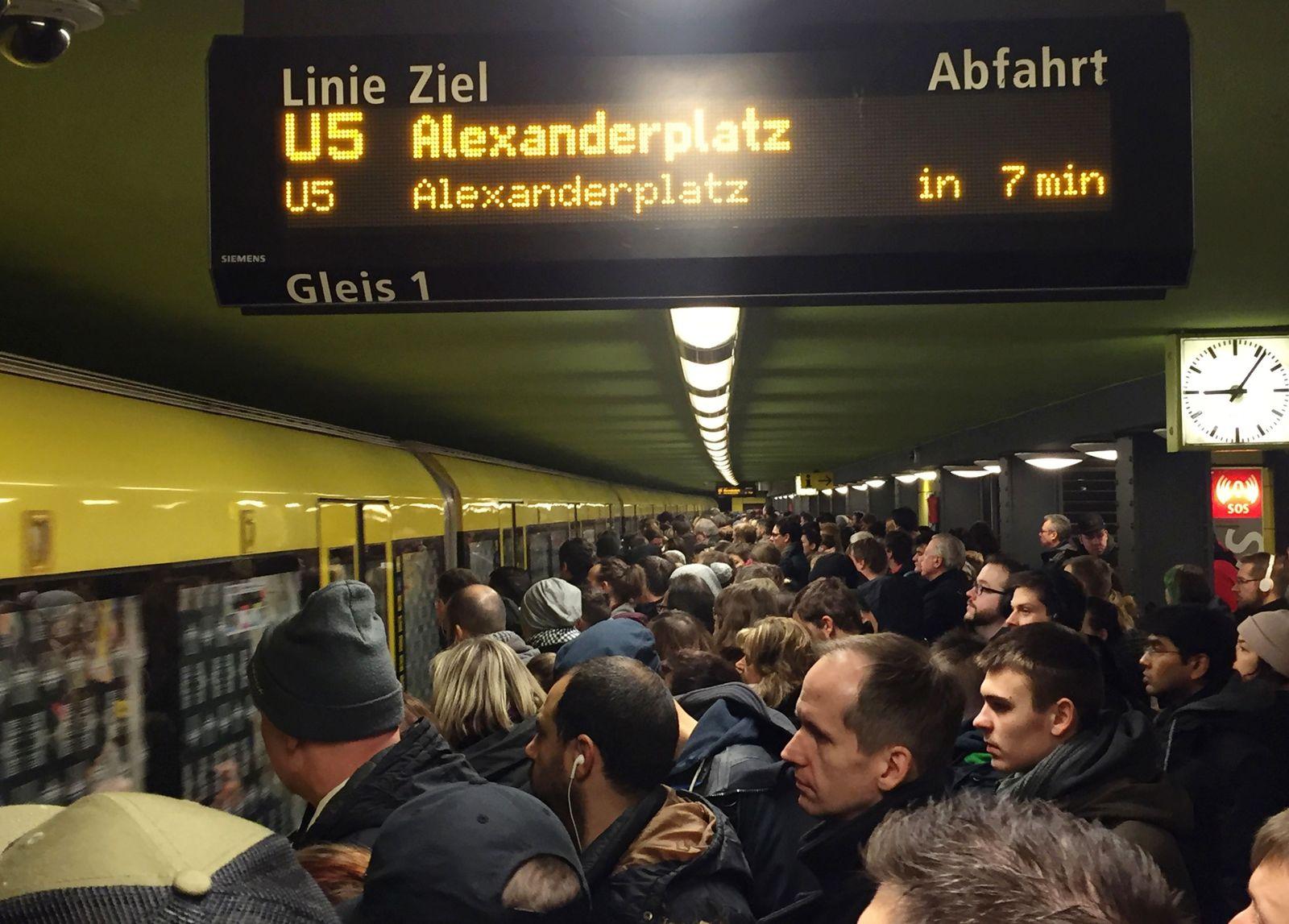 S-Bahn/ Überfüllt