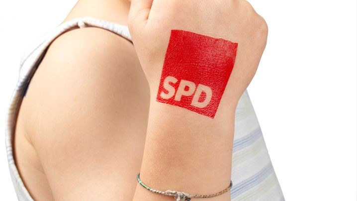 Parteienwerbung kurios: SPD aufs Brot, Gysi an den Kragen