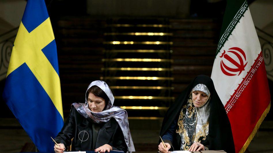 Schwedens Handelsministerin Linde und die iranische Familienpolitikerin Molaverdi