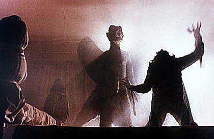 """Filmszene aus """"Der Exorzist"""" von William Friedkin: """"Dämonische Angriffe auf einzelne Menschen?"""""""