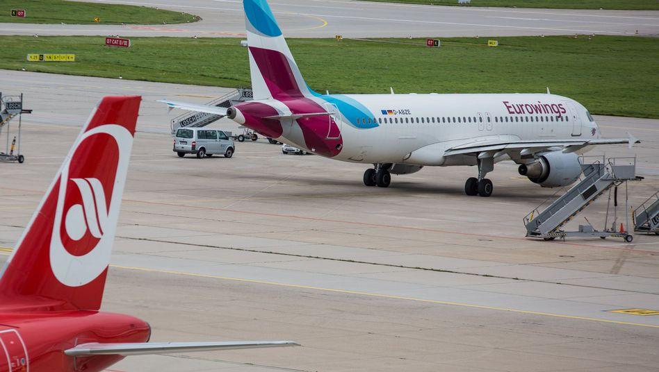 Flugzeuge von Air Berlin und Eurowings in Stuttgart