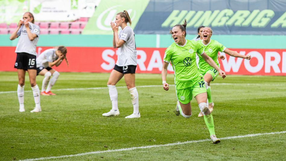 Wolfsburgs Ewa Pajor feiert ihren Siegtreffer gegen Frankfurt