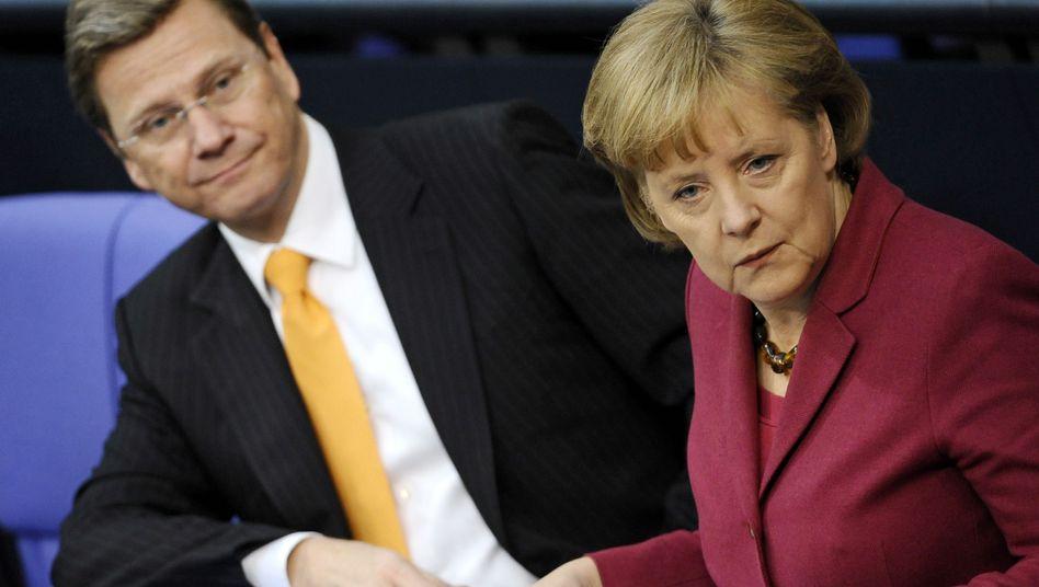 Außenminister Westerwelle und Kanzlerin Merkel: Bangen um NRW