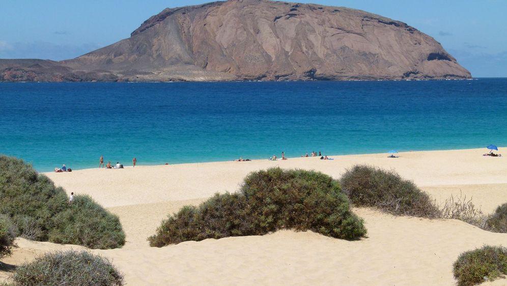 Kanarische Insel La Graciosa: Weiße Strände, raue Vulkanlandschaften