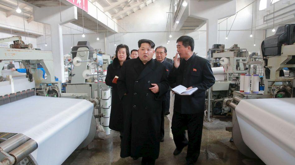 Kim Jong Un, Diktator von Nordkorea besucht eine Textilfabrik (Archivbild)