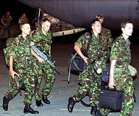 Die ersten britischen Soldaten sind in der Nacht zum Samstag in Mazedonien gelandet