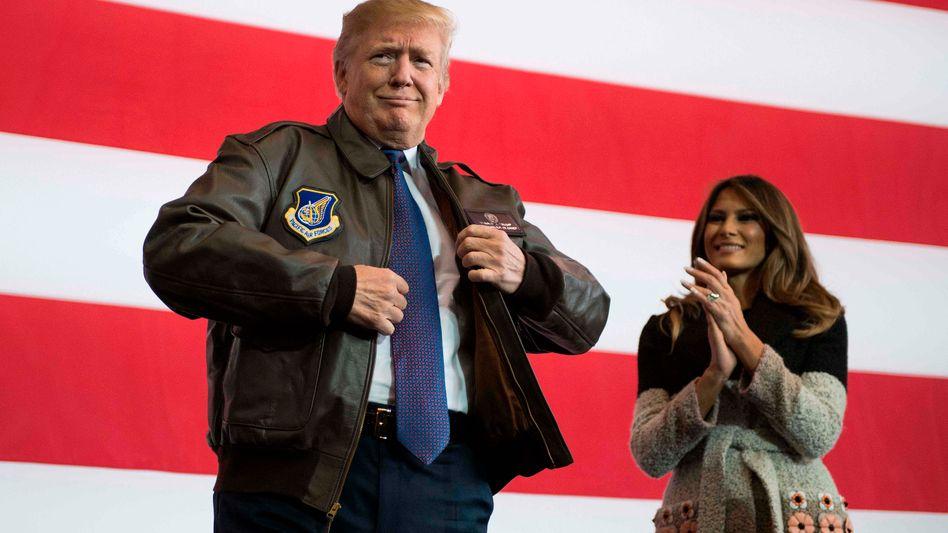 Donald Trump vor einer Rede an US-Soldaten