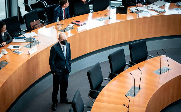 Witness Scholz arrives in front of a parliamentary investigative committee looking in to the financial scandal surrounding payment systems provider Wirecard.
